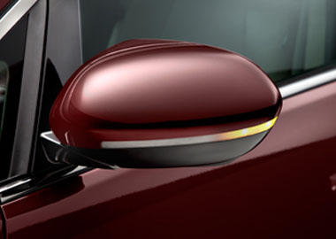 Heated Power Side Mirrors with Integrated Turn Indicators